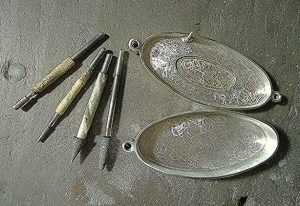 Cleaning-Silver-With-Baking-Soda-and-Vinegar